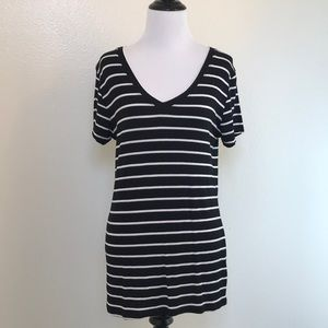 🆕Zenana Outfitters Black and White Stripe Tee